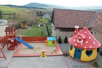 Terasa a detské ihrisko